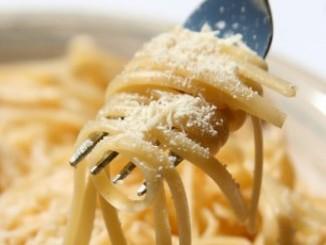 طريقة عمل وتحضير اسباجيتى بالجبنه الرومى