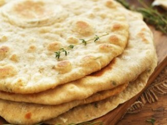 طريقة عمل وتحضير خبز لبنانى بالبصل