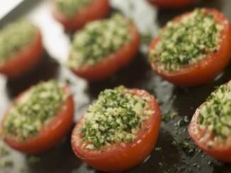 طريقة عمل وتحضير طماطم محشية بالفلفل والثوم