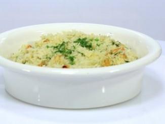 طريقة عمل وتحضير الأرز باللوز والشبت