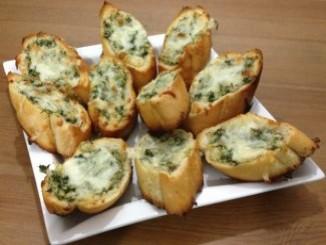 طريقة عمل وتحضير الخبز بالثوم والجبنه