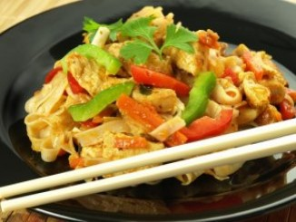 طريقة عمل وتحضير سلطة الدجاج الآسيوية